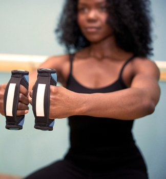 Dami Passion Barre Plié with hand weights